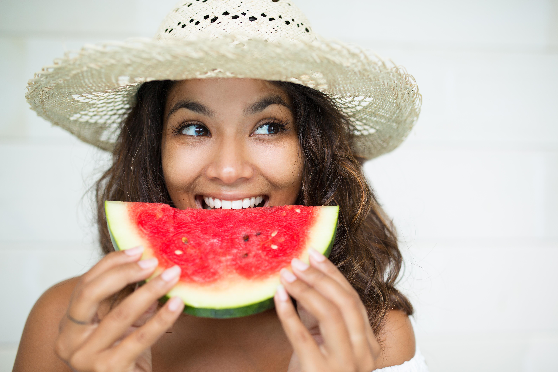 cómo mantener las encías y los dientes sanos este verano