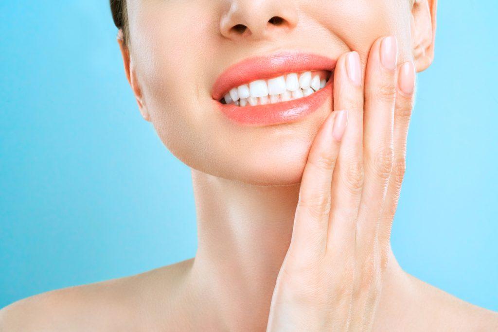 ¿Cuáles son las causas y el tratamiento de las encías retraídas?